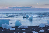 Blue icebergs and sea — Stock fotografie