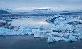 蓝色冰山浮 — 图库照片