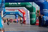 与癌症的女人赛跑 — 图库照片