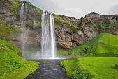широкое представление о селйяландсфосс, водопад в южной части исландии — Стоковое фото