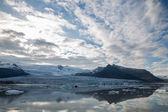 冰川舌苔和山 — 图库照片