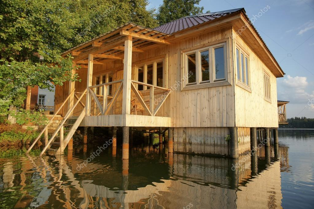 Huis op het water stockfoto 27447773 - Meer mooie houten huizen ...