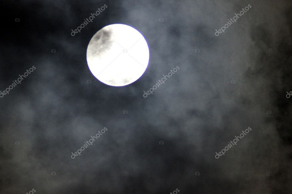 So next at earth it's a nice shy moon — Stock Photo #13008770