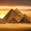 Grate pyramids in Giza valley — Stockfoto