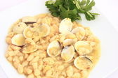 Beans with clams — Stock Photo
