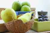 Blue berries with pears — Stock Photo