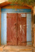 Red door in Goree-Senegal — Stock Photo