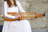 Playing a medieval instrument — Stock Photo