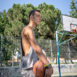 Young man playing basketball  — Stock Photo