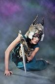 Mädchen in das bild eines wilden tieres — Stockfoto