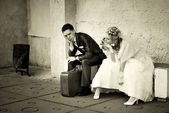 Newly-married couple sits — Stock Photo