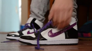 Lacing of sneakers — Stock Video