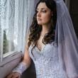Beautiful young bride — Stock Photo