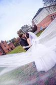 Beautiful newly married couple outdoors — Stock Photo