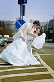 Newly merried couple walking in city — Stock Photo