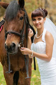 Beautiful bride and a horse — Stock Photo