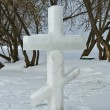 Ice cross on the river bank — Stock Photo