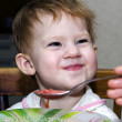 Little girl feed lunch - Stockfoto