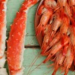 Cooked shrimp and crab legs — Stock Photo