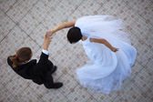 Wedding couple dancing — Stock Photo