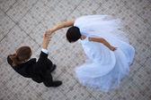 Wedding couple dancing — Stock Photo