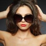 Beauty portrait of young brunette woman — Stock Photo