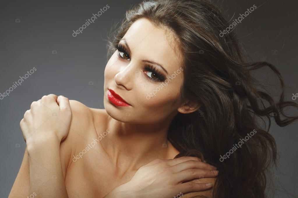 Beauty portrait of young brunette woman beauty portrait of young brunette woman, studio shot — Stock Photo #14275509