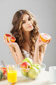 Young cute girl with grapefruit — Stock Photo
