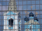 Reflection of an orthodox cathedral in a modern skyscraper — Stock Photo