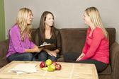Ženy na výživu poradit těhotná žena — Stock fotografie