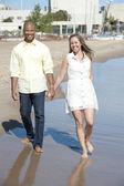 Interracial couple on the beach — Stock Photo