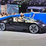 Постер, плакат: FRANKFURT SEPT 14: Bugatti Veyron Grand Sport LOr Blanc presen