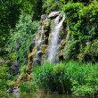 Water fall and a lake in Palmen Garten, Frankfurt am Main, Hesse — 图库照片