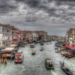 Grand Canal in Venice with ancient hoses, boats, gandolas and sh — 图库照片