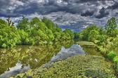 Rio fulda em hdr aueweiher park em fulda, hessen, alemanha — Foto Stock