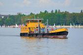 Orange ship in Volga river, Yaroslavl, Russia — Stock Photo