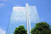 Espejo de rascacielos, fráncfort del meno, hessen, alemania — Foto de Stock
