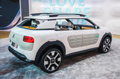 FRANKFURT - SEPT 21: Citroen Cactus Cline Concept presented as world premiere at the 65th IAA (Internationale Automobil Ausstellung) on September 21, 2013 in Frankfurt, Germany — Foto de Stock
