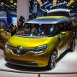 图库照片: FRANKFURT - SEPT 21: Renault Frendzy Electric Concept presented