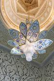 Chandelier inside Sheikh Zayed Grand Mosque — Stock Photo