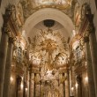 Vienna - baroque altar from st. Charles Boromeo church — ストック写真