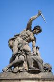 Praga - statua sul portale dal castello — Foto Stock