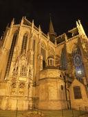 Bruxelles - notre dame du sablon chiesa gotica di notte da nord-ovest — Foto Stock