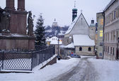 Banska stiavnica - eslovaquia - monumento de la unesco - iglesia gótica y castillo nuevo en la mañana — Foto de Stock