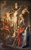 Gante - 23 de junio: cristo en la cruz entre dos ladrones por pieter pauwel rubens (1619 d.c.) en la iglesia de san pedro s el 23 de junio de 2012 en gent, bélgica. — Foto de Stock