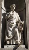 Florence - Dante Allighieri on the facade of Uffizi gallery — Stock Photo