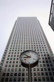 London - clock and facade of Canary Wharf Tower — Stock Photo