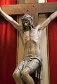 Jesus christus am kreuz aus wien-kirche — Stockfoto