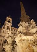 Řím - piazza navona v ráno a fontana dei fiumi Bernini — Stock fotografie