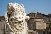 рим - статуя из vestae атриум - форум romanum — Стоковое фото
